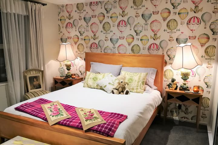 Sea-Marina -Views- Book a Room- Enjoy Entire Home