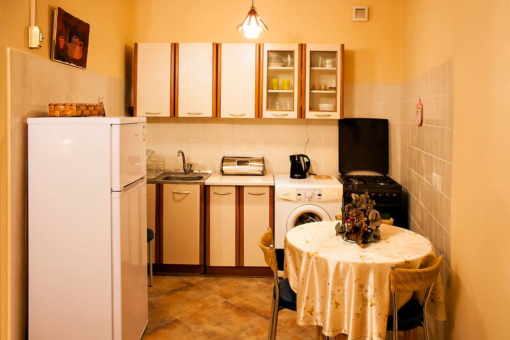 Narikala Cozy Apartment kitchen