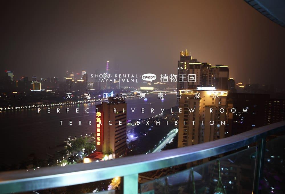 阳台观看珠江夜景