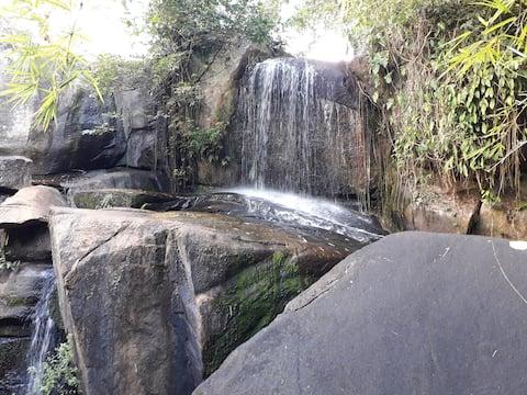 Chalé e Cachoeira, Chã Grande, prox. Gravatá