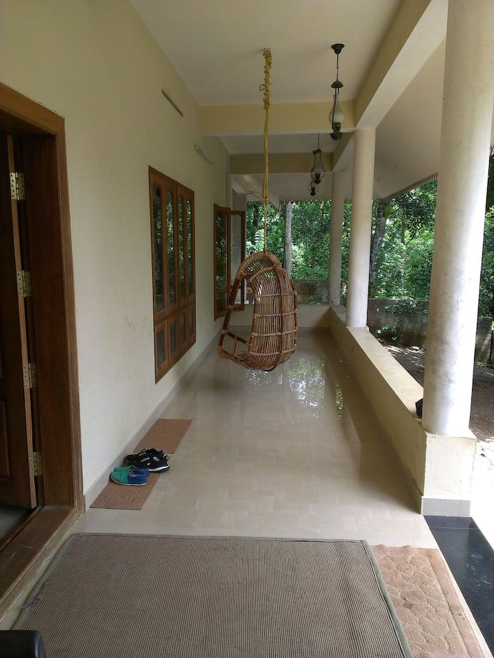 Hornbill cottage,play with monkeys