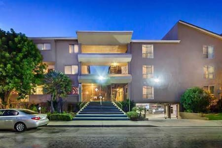 SAFE, GATED, IMMACULATE, PRIVATE ENTIRE CONDO - Los Angeles - Wohnung