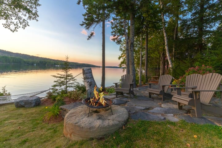 Lakeside lodge with amazing water views, screened porch, dock, & firepit