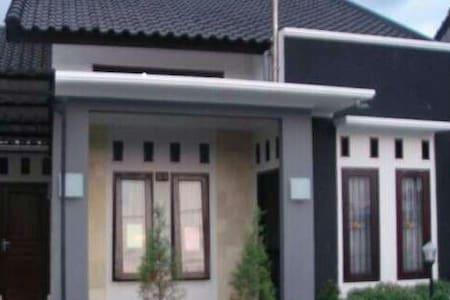 Rinjani Getaway Udayana Mataram - Mataram - Haus