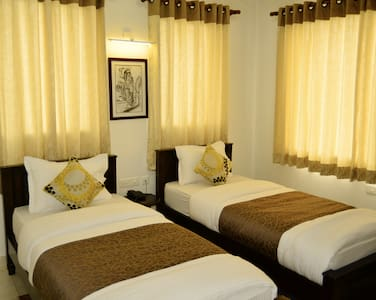 Room with Twin Beds Near Taj Mahal - Bed & Breakfast