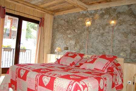 Adrets d'en Haut - Marmottes Noires - Aigueblanche - Bed & Breakfast