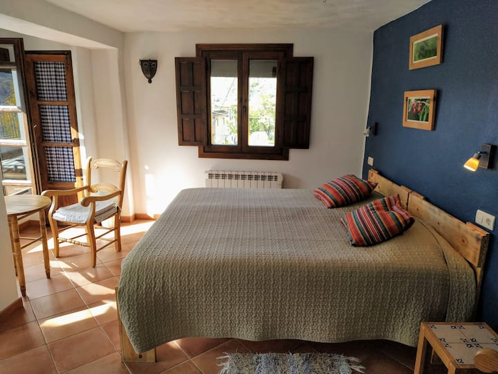 Beautiful sunny room in B&B (Veleta)
