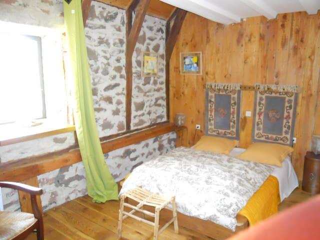 Chambre d'hôtes : Chambre campagne - Aurelle-Verlac - Bed & Breakfast