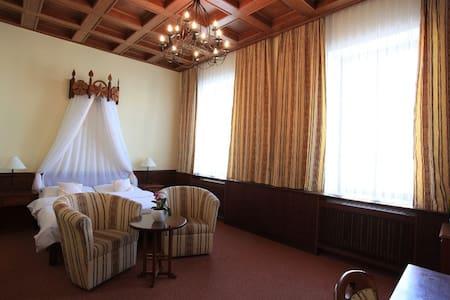 Deluxe pokoje s výhledem na náměstí - Třeboň - Bed & Breakfast
