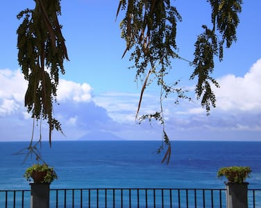 Sea-view apartment in centre Tropea