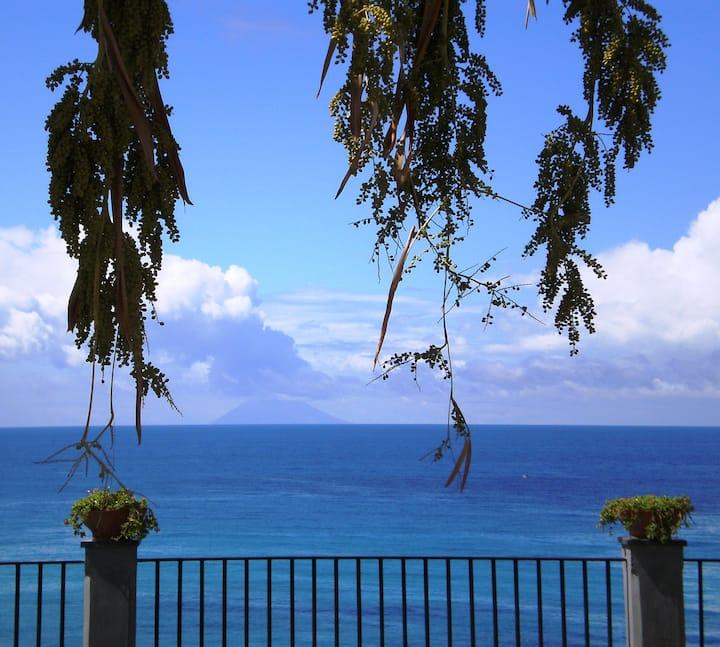 Sea-view apartment in centre Tropea