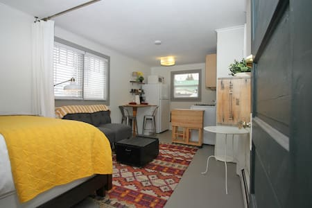 Cozy Central Studio - two blocks to free CB bus