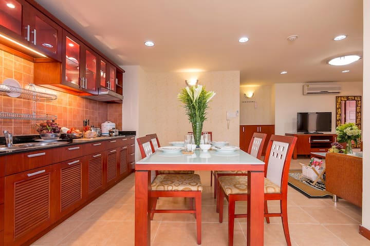 SERVICED 3BR APART IN THE CENTER&AIRPORT SHUTTLE