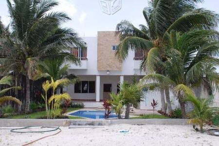 Casa en la playa con vista al mar - San Crisanto