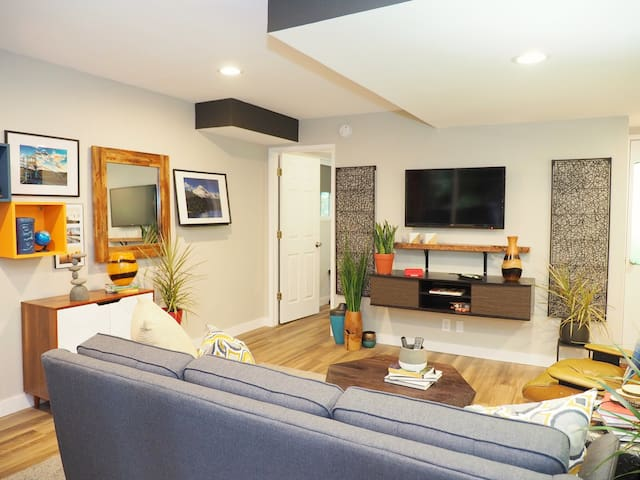 "SW Portland ""Orange Gate""- Modern private suite"