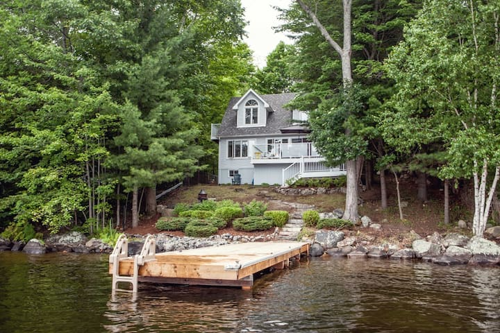 Waterfront cottage, sleeps 8, amazing view!
