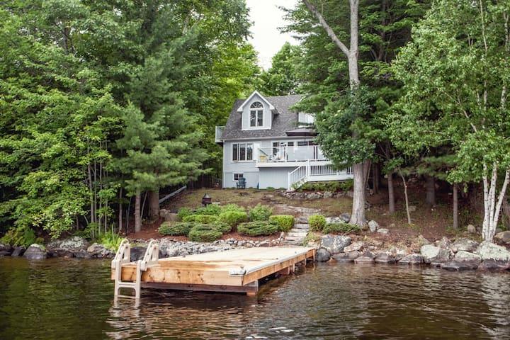 Waterfront cottage, sleeps 8, amazing view!