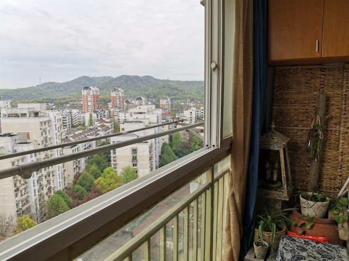 通地铁近西湖河坊街 自助入住窗外远眺山景房