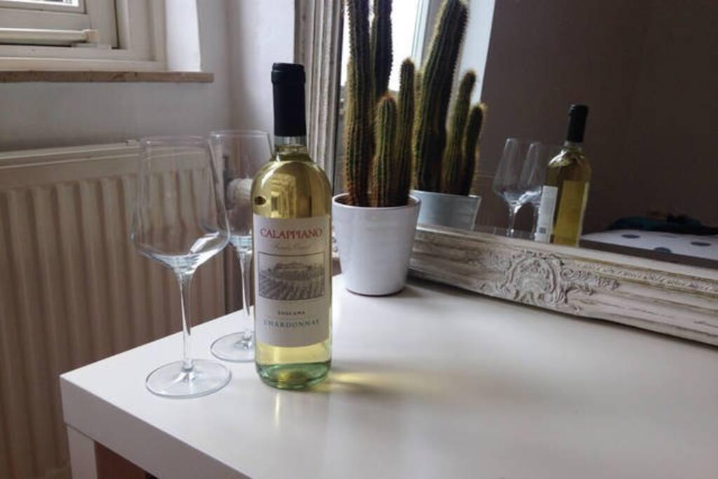 You will always be welcomed with a bottle of wine... On the house Wees welkom onder het genot van een flesje wijn... Van het huis