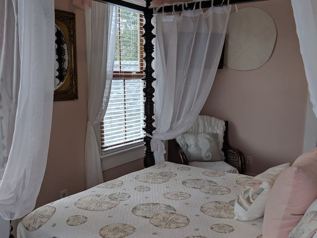 Tybee Surf Song Bed & Breakfast - Sand Dollar