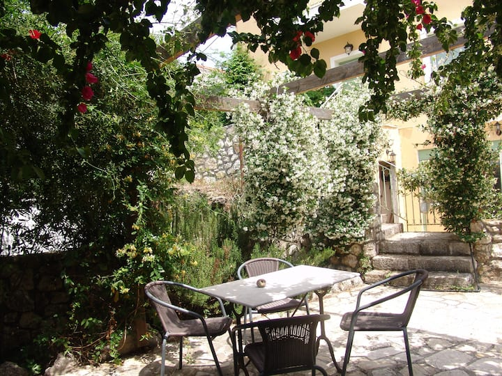 Lovely cottage with relaxing garden/near beach