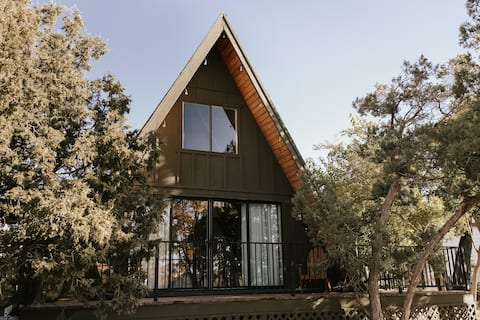 Newly Renovated & Dog Friendly A-Frame Cabin