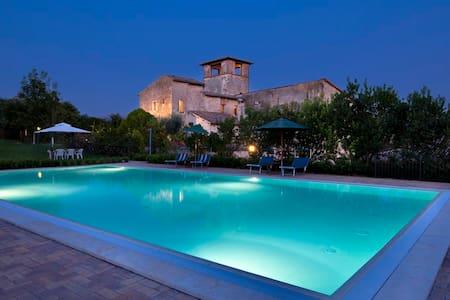 Casa rossa appartamento La Cantina Spoleto piscina - Castel Ritaldi