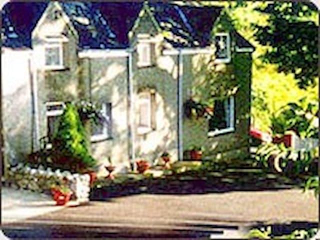 CAERNARFON BAY FARMHOUSE & COTTAGE - Clynnog-fawr - House