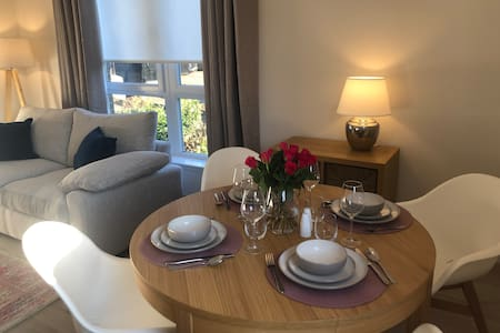 Beautiful flat in Cramond, Edinburgh -free parking