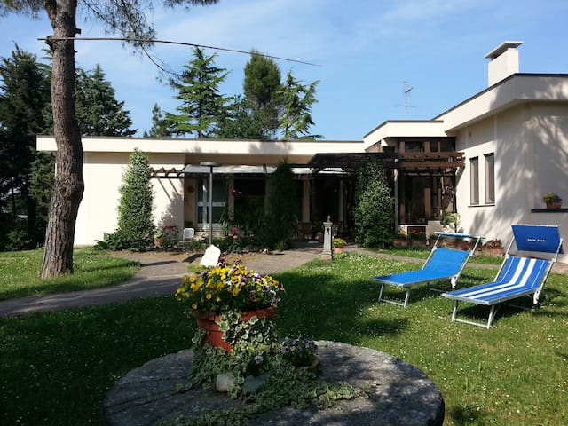 Villino nel verde e zona tranquilla - Fano - ที่พักพร้อมอาหารเช้า