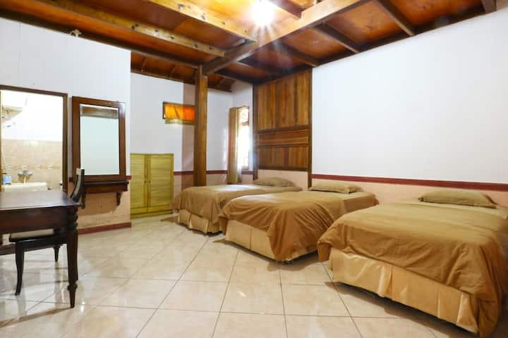 Lovely Bungalow 6 Bedrooms Con at Aquarius Orange