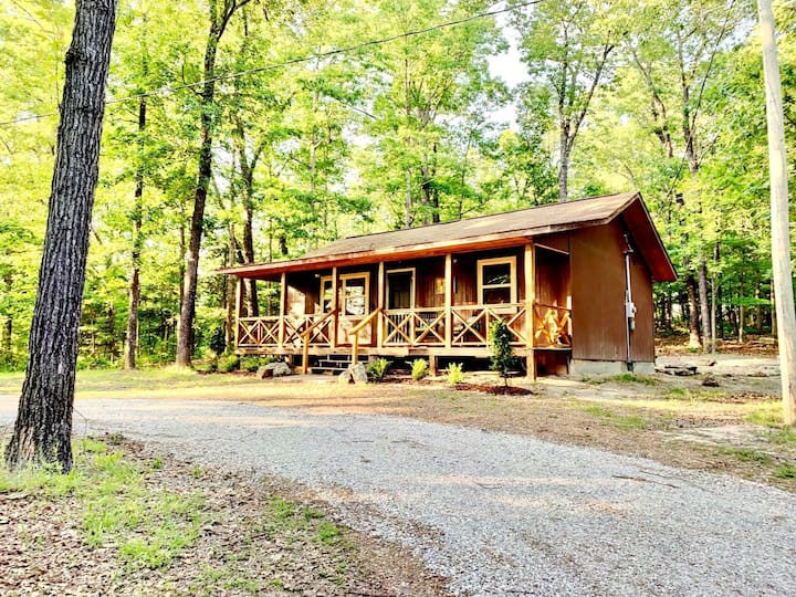 The Hiker Hut ~ Private Hideaway with Direct Trail Access Bordering Ozark Nat'l Forest