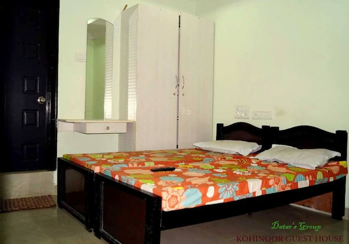Stay for two at (SENSITIVE CONTENTS HIDDEN) Office - Hyderabad - Lakás