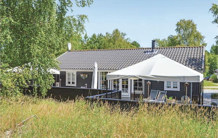 Holiday cottage with 2 bedrooms on 85m² in Ålbæk