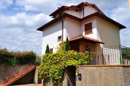 Casa Vacanze Villa Saraswati Luce - Reggello