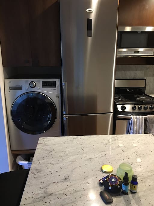 Washer/dryer Refrigerator/freezer Stove/oven Microwave Dishwasher