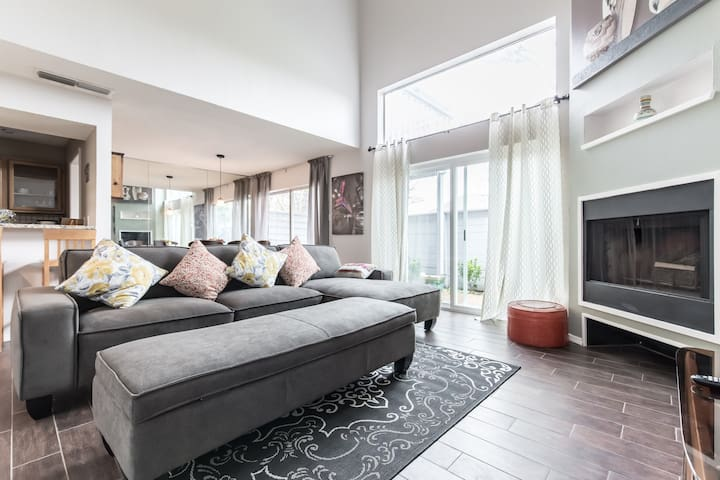 Beautiful town house with 2 master suites - Irving - Radhus