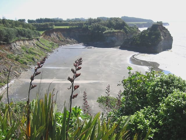 22 Urenui Bay Bed & Breakfast