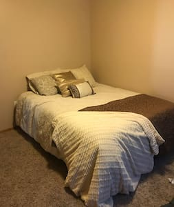 Clean 1 Bedroom! 10 min to aggieville/Ft. Riley