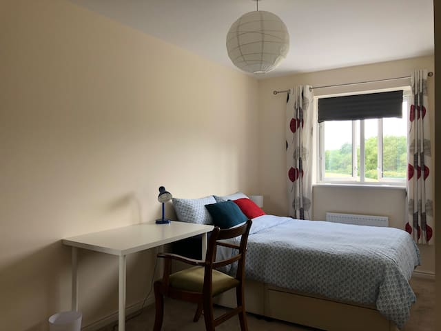 Double room, easy access to London