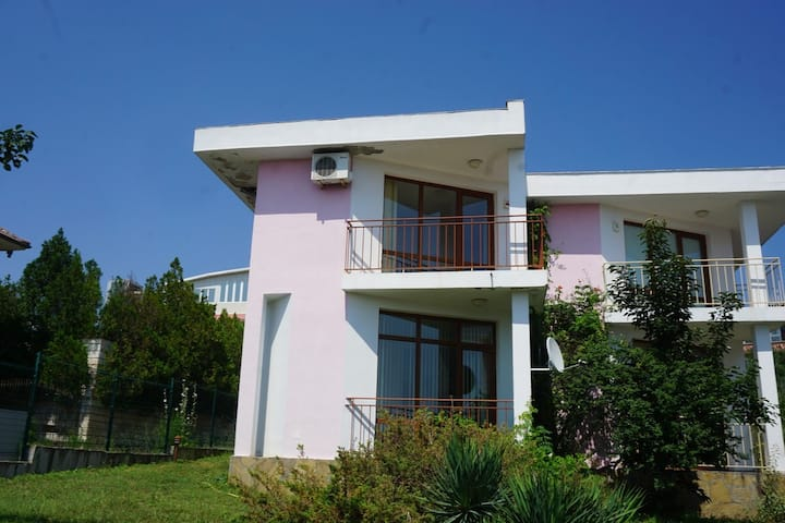 Pink Villas - Elsa