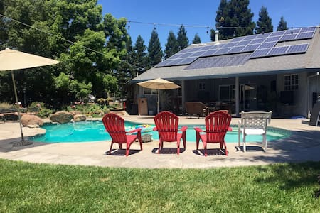 4 BR Backyard Paradise/ Pets - Chico