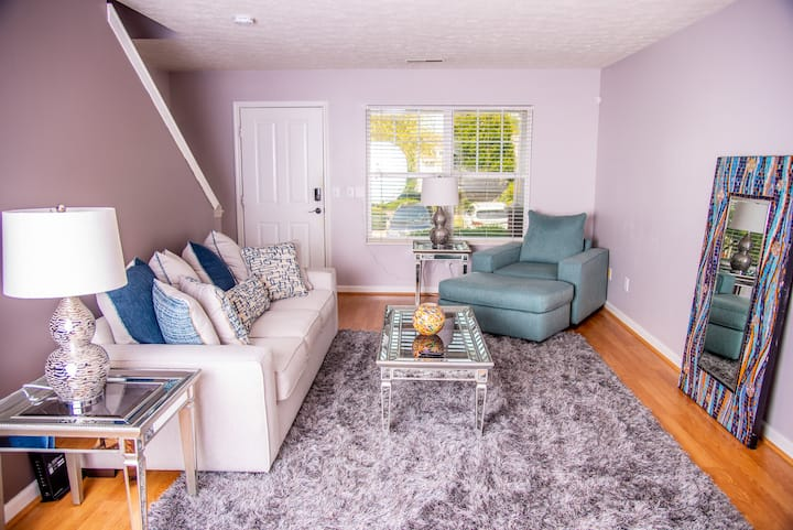 Adorable Townhome Close to BNA Airport