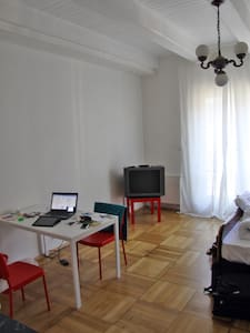 cool '30s studio, perfect location - Pilsen - Apartmen