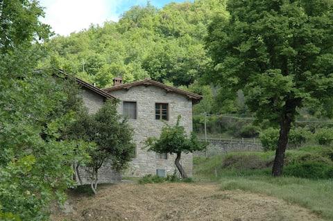 Antico fienile sulla collina