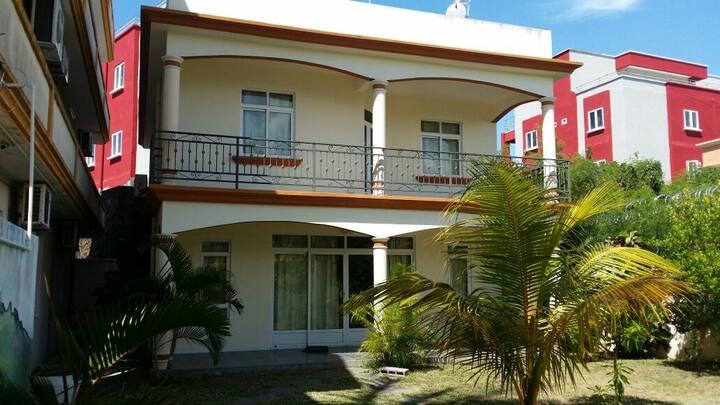 Villa 3chambres piscine tt confort