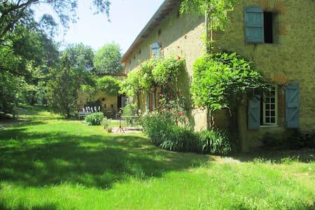 Ferme  d'En Bousquet - Loubens-Lauragais - Дом