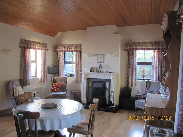 Quiet and cosy 2BD with WIFI - Schull - House