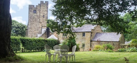 Beautiful, quiet and private historic Coach House