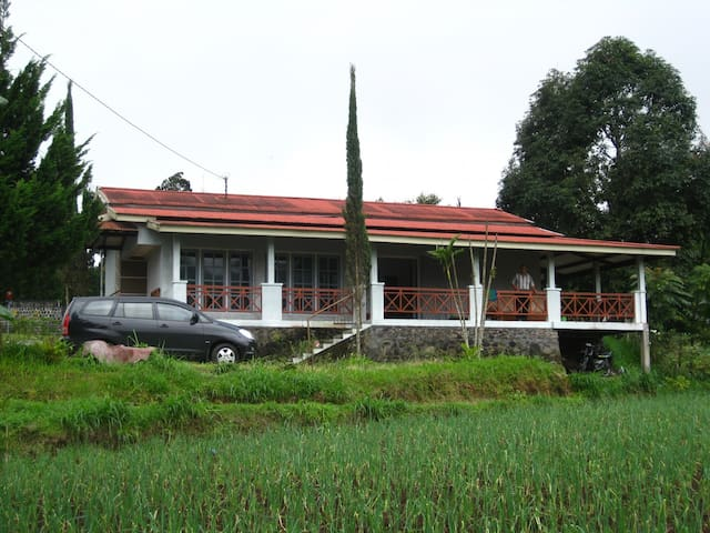 Country house with terrace with beautiful scenery